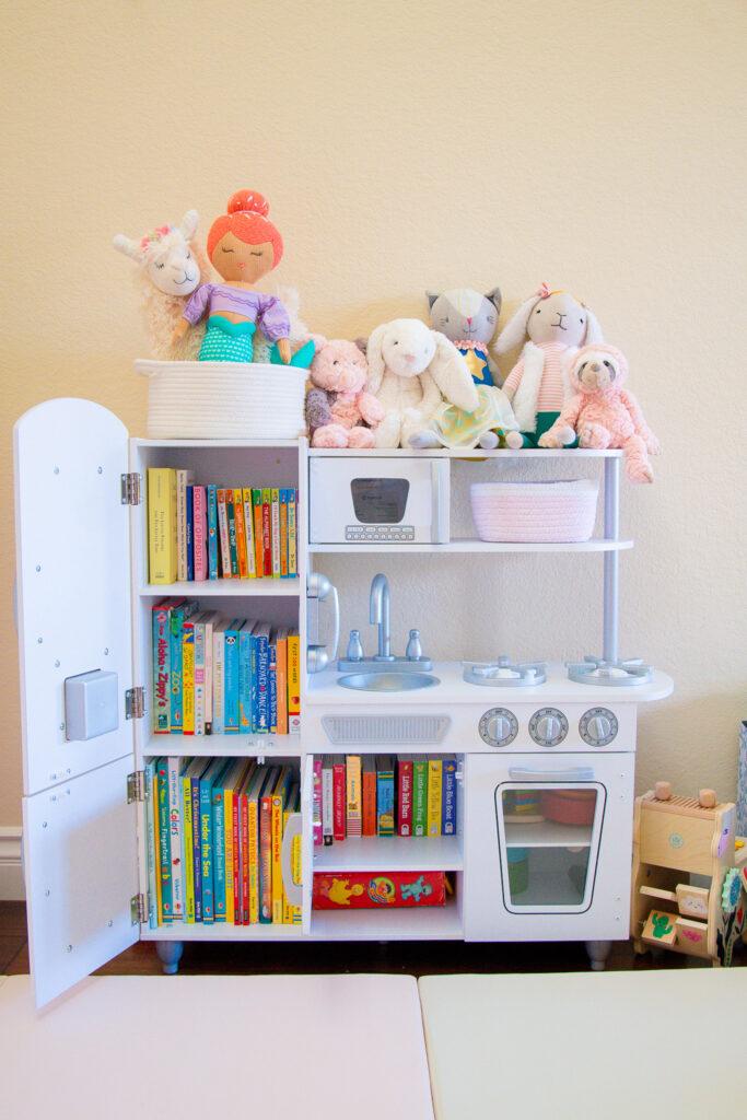 Best baby book organization in play kitchen